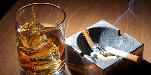 Salute, gli italiani amano il rischio. In leggero calo i fumatori ma aumenta l'obesità e diminuisce lo sport